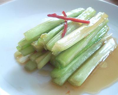 Spicy celery pickles